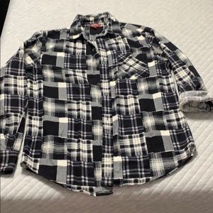 Black and white plaid flannel size small